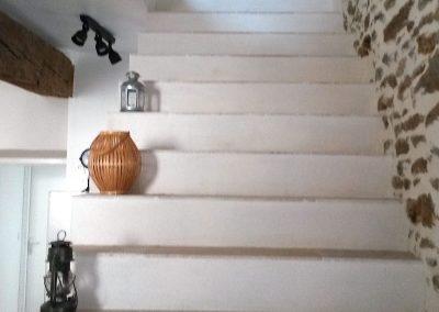 Escalier desservant les chambres et la SDB à l'étage (attention aux enfants - pas de rampe)